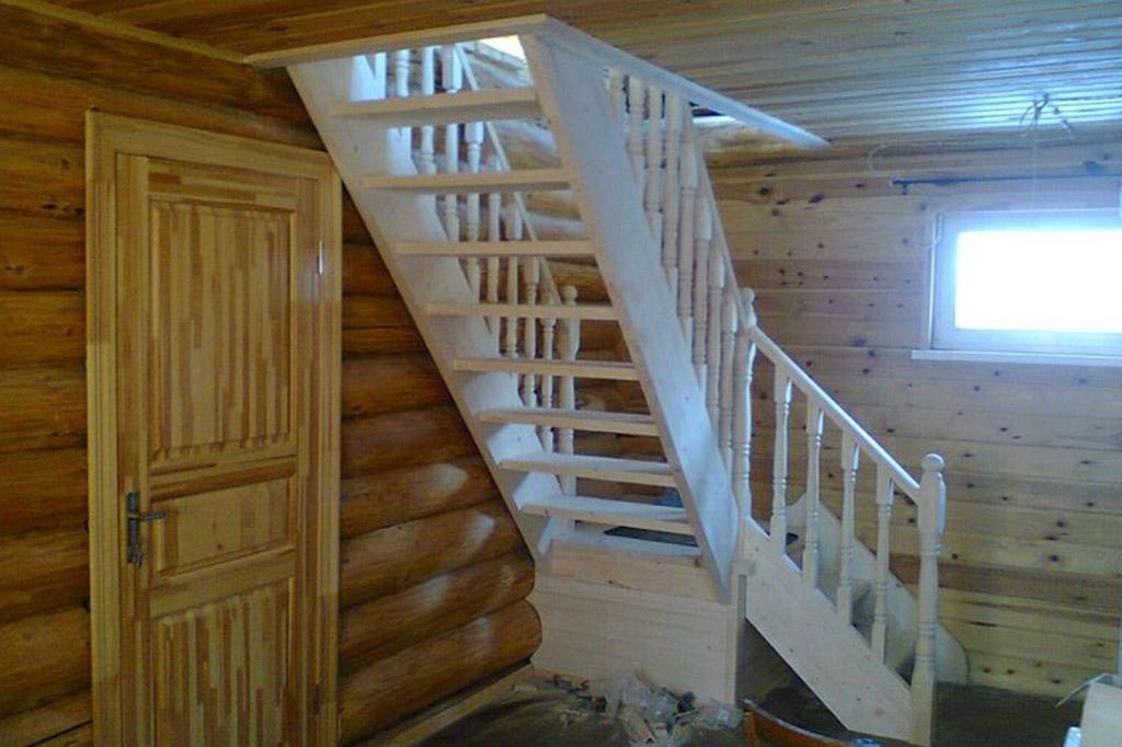 Изготовление лестниц из дерева недорого